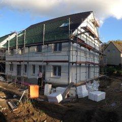 Zwischenstand Fassadenarbeiten (Vorderseite)